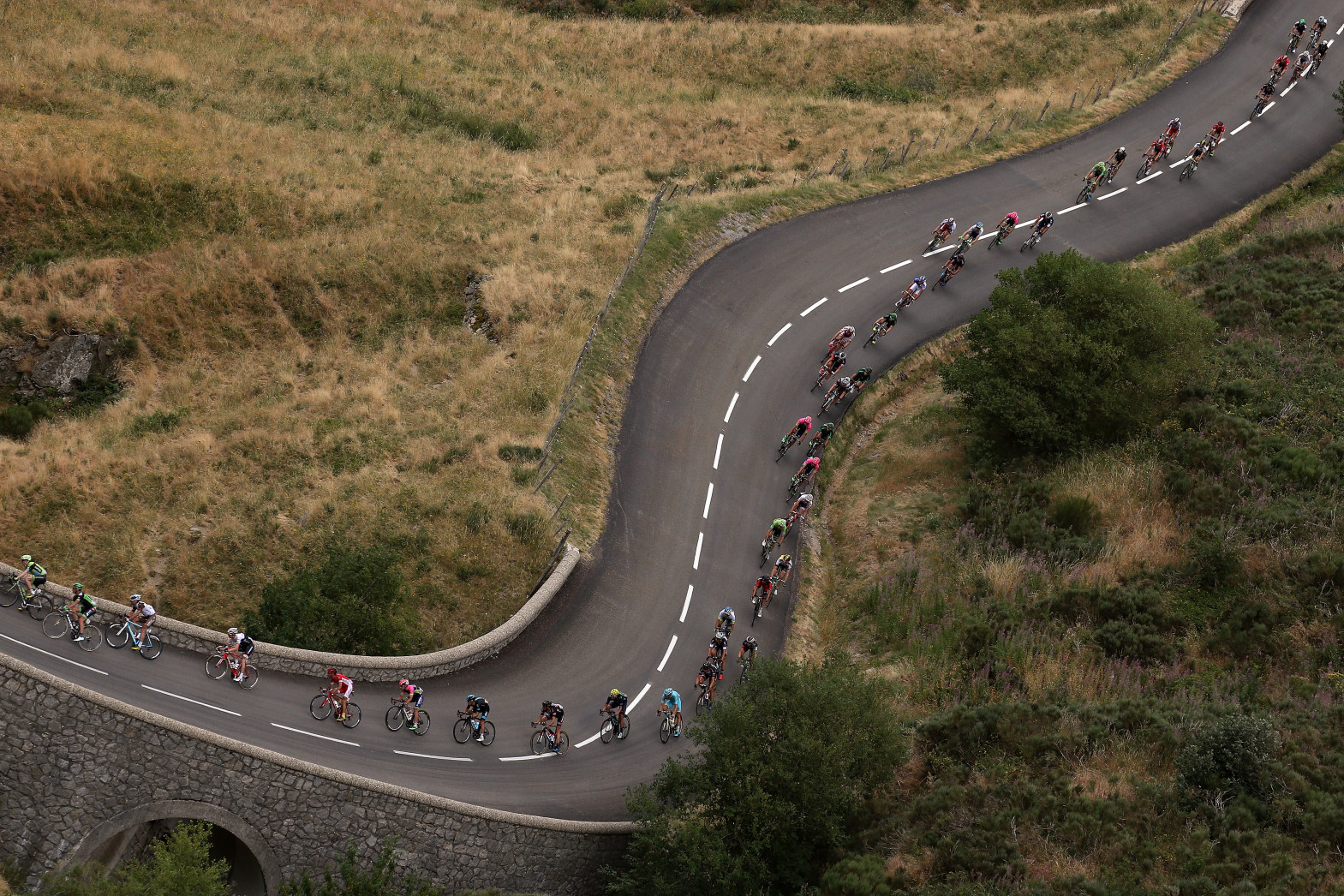 LA SOUCHE, FRANCE - JULY 19:  The peloton makes the descent of the Col de la Croix de Bauzon during stage 15 of the 2015 Tour de France from Mende to Valence on July 19, 2015 in La Souche, France.  (Photo by Doug Pensinger/Getty Images)